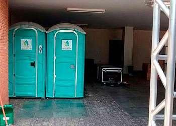 Locar banheiro químico